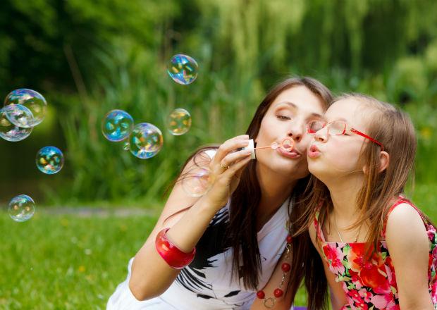 mae e filha brincar.jpg